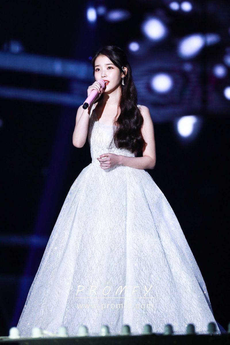 452effbdd466 sequinned celebrity ivory ball gown wedding dress. IU sparkly ...
